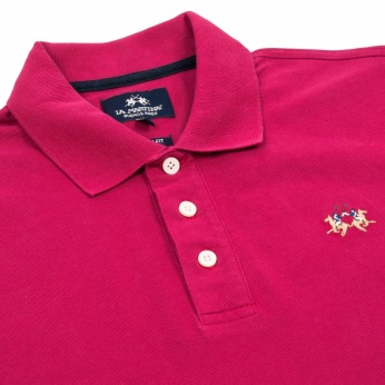 Polo con logo bordado